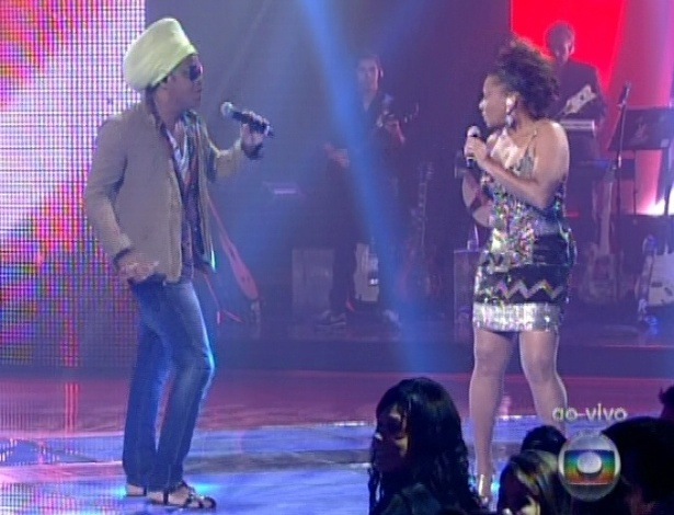 "Margareth Menezes canta com Carlinhos Brown na semifinal do ""The Voice"" (11/11/12)"