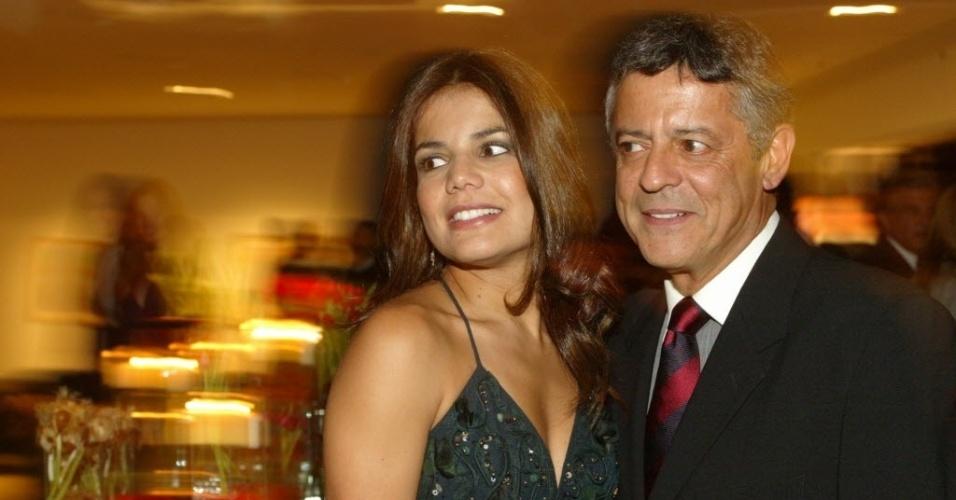 Marcos Paulo com a então mulher Nívea Stelmann durante a festa de lançamento da novela