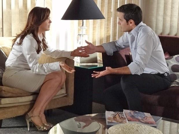 """Em """"Salve Jorge"""", Lívia se faz de vítima e termina com Haroldo (13/11/12)"""