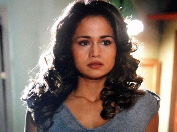 """Em """"Salve Jorge"""", Morena descobre que sua está à venda e fica desesperada (13/11/12)"""