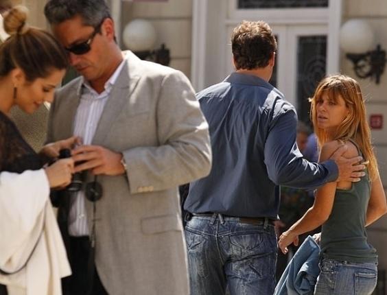 """Em """"Salve Jorge"""", Jéssica ouve Stenio e Bianca falando em português, mas não age (16/11/2012)"""