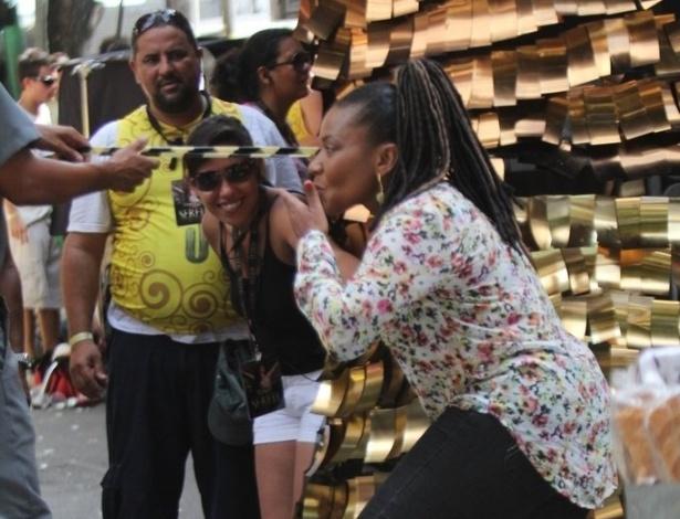 """Margareth Menezes visita o set da série """"Canto da Sereia"""", em Salvador (15/11/12)"""