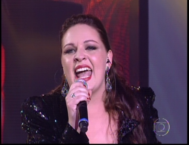 "Greicy interpreta ""Set Fire to the Rain"", de Adele, na segunda parte da semifinal do ""The Voice Brasil"" (18/11/12)"