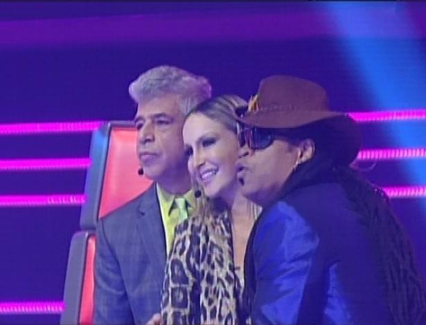 Lulu Santos, Claudia Leitte e Carlinhos Brown dançam juntos na apresentação de Daniel com Alexandre Pires (18/11/12)