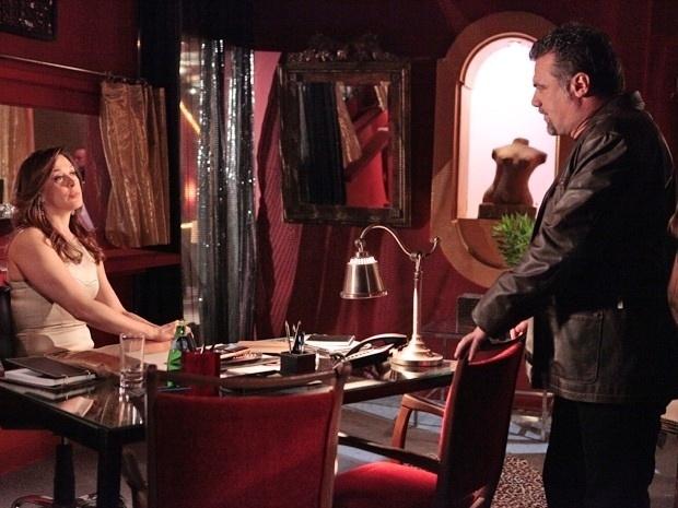 """Em """"Salve Jorge"""", Lívia desconfia de Russo após ver Waleska viva (19/11/12)"""