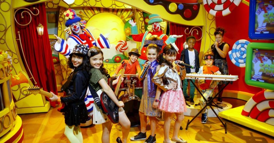 """Em """"Carrossel"""", Adriano imagina a banda da Escola Mundial se apresentando no programa do """"Patati e Patatá"""" (20/11/12)"""