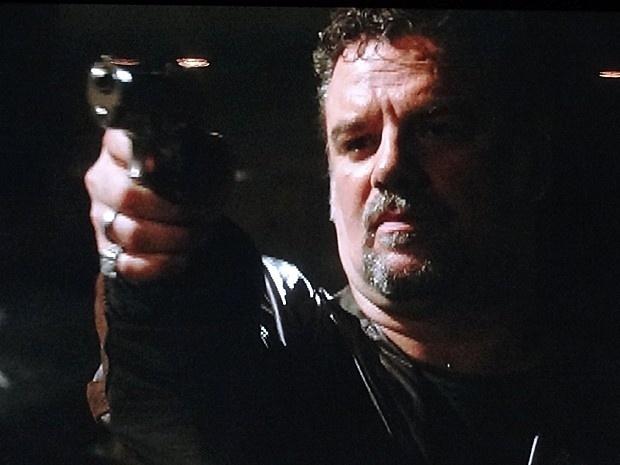 """Em """"Salve Jorge"""", Russo mata o amante de Irina (20/11/12)"""