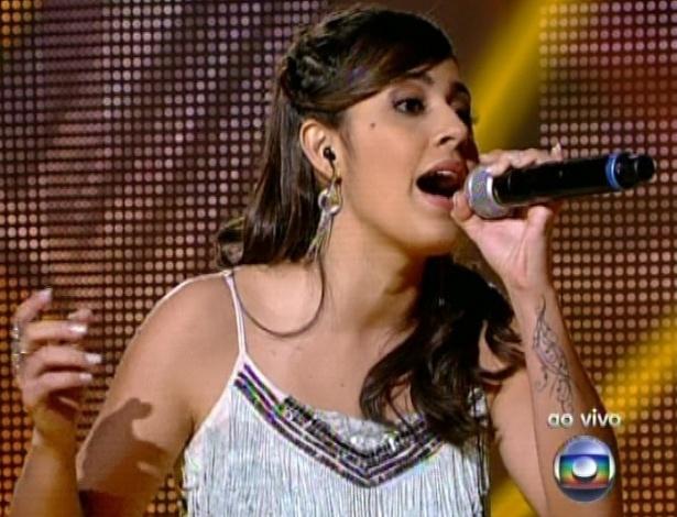 """Mayara Prado canta """"É o Amor"""" da dupla Zezé di Camargo e Luciano, na terceira semifinal do """"The Voice Brasil"""" (25/11/12)"""