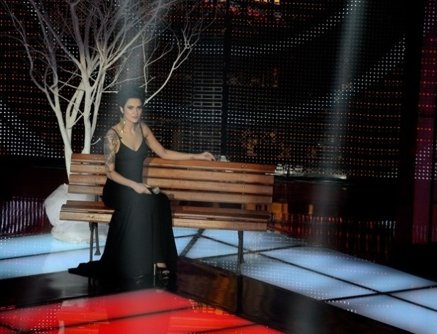 "Bella Stone canta ""Olhos nos Olhos"", de Chico Buarque, na terceira semifinal do ""The Voice Brasil"" (25/11/12)"