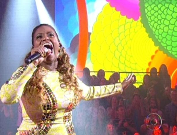 """Ludmilah Anjos canta """"Soul de Verão"""", de Sandra de Sá, na terceira semifinal do """"The Voice Brasil"""" (25/11/12)"""