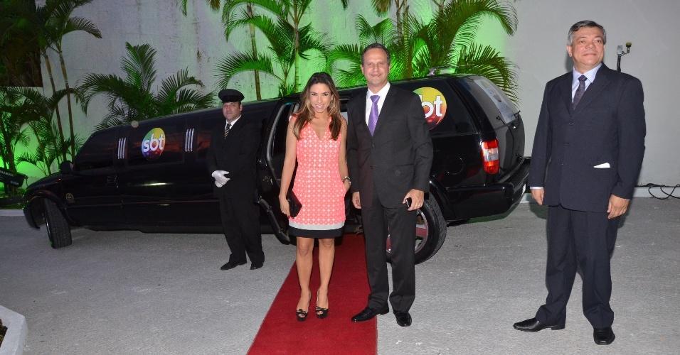 Patrícia Abravanel e o vice do SBT, José Roberto Maciel, na inauguração da nova sede da emissora em Santa Catarina (novembro/2012)