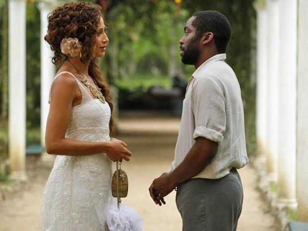 """Em """"Lado a Lado"""", Isabel e Zé Maria se reencontram e se beijam (26/11/12)"""