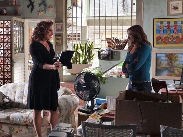 """Em """"Salve Jorge"""", Wanda ganha a confiança da mãe de Morena (26/11/12)"""