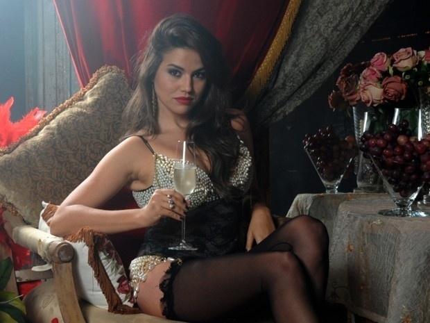 """Waleska participa de ensaio sensual a mando de Lívia em """"Salve Jorge"""" (2012)"""