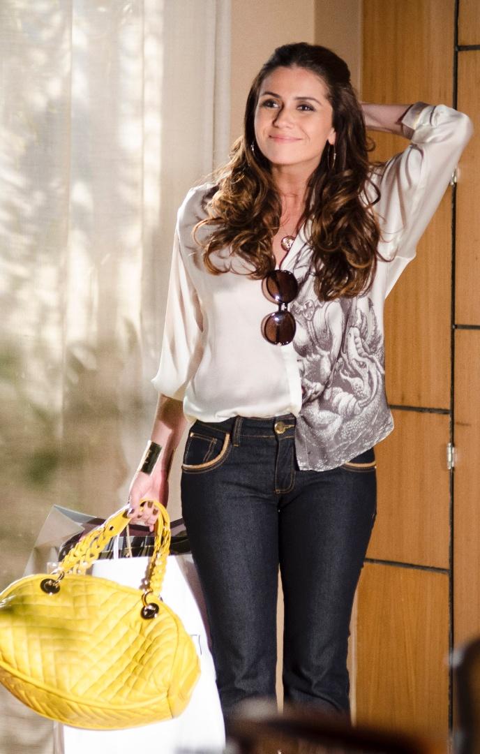 A bolsa amarela usada pela personagem Heloísa (Giovanna Antonelli) é uma das mais pedidas pelos telespectadores