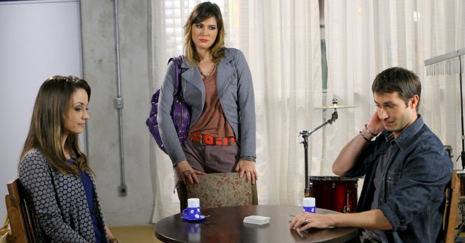 """Em """"Carrossel"""", professora Suzana fica com ciúmes ao ver Helena e Renê juntos (30/11/12)"""