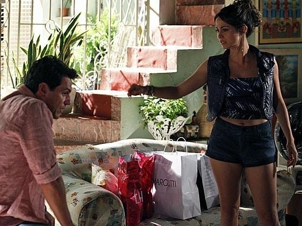 """Em """"Salve Jorge"""", Lucimar conta para Théo que Morena vai viajar (27"""