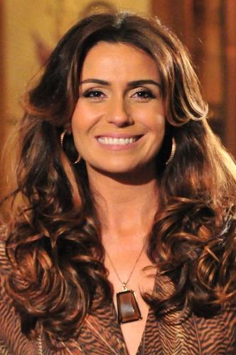 O esmalte marrom, cor Ímpeto, usado pela personagem Heloísa (Giovanna Antonelli), é da marca Speciallità, da coleção Gio Emoçõe