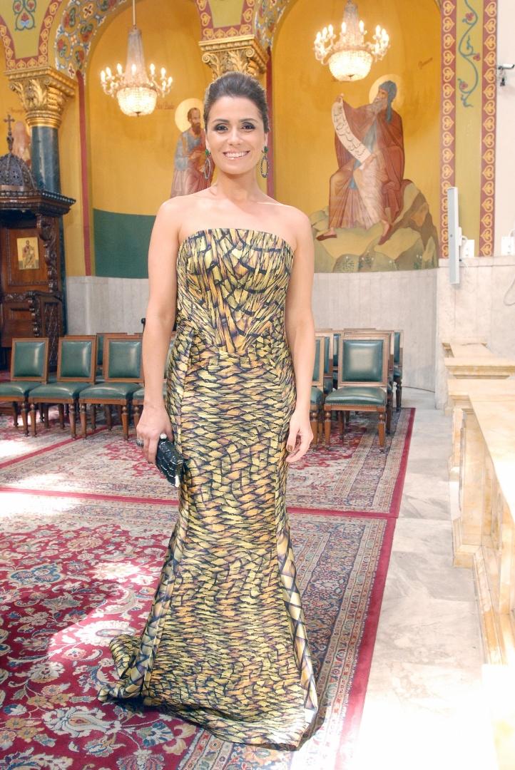 O vestido tomara-que-caia usado pela personagem Heloísa (Giovanna Antonelli) no casamento de Drika (Mariana Rios) é um dos mais pedidos pelos telespectadores