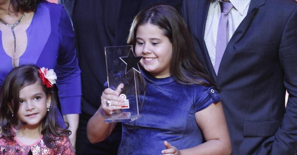 """Elenco de """"Avenida Brasil"""" recebe o prêmio de melhor novela no Prêmio Extra de Televisão, que aconteceu no Vivo Rio, no Rio de Janeiro 27.nov.2012"""