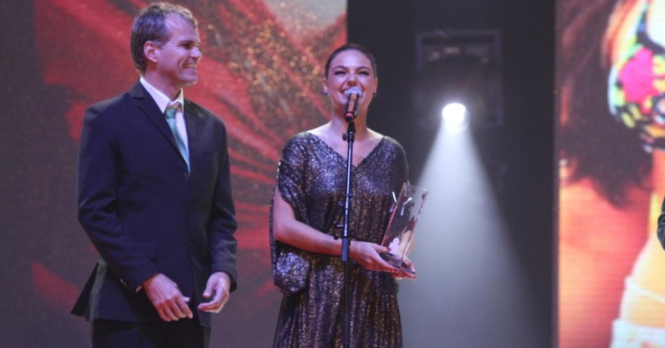 """Isis Valverde, que interpretou a personagem Suelen, em """"Avenida Brasil"""", é premiada no Prêmio Extra de Televisão, no Rio de Janeiro 27.nov.2012"""