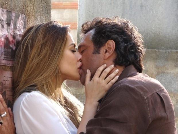 """Em """"Salve Jorge"""", Bianca e Zyah se beijam apaixonadamente (30/11/12)"""
