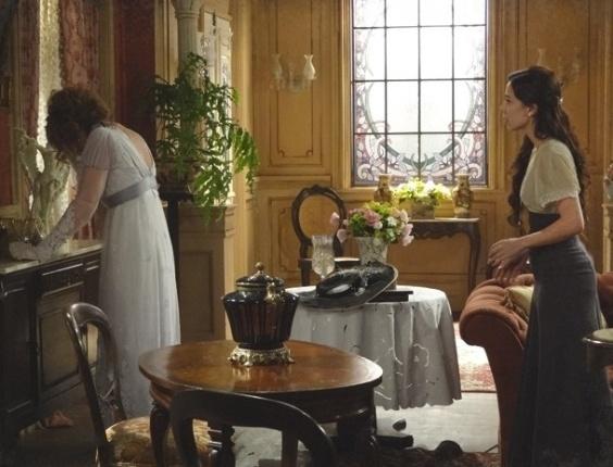 """Em """"Lado a Lado"""", Constância chora e não aceita divórcio de Laura"""