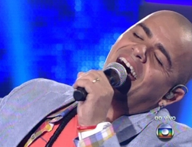 "Rafah canta ""Todo Azul do Mar"" de Flávio Venturini, na quinta semifinal do ""The Voice Brasil"" (2/12/12)"