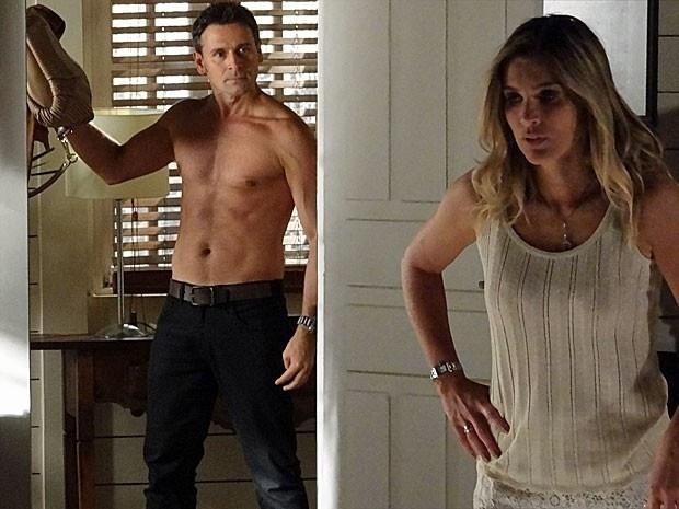"""Em """"Salve Jorge"""", Érica desiste de ir para cama com Élcio na hora H e é expulsa da casa dele (4/12/12)"""