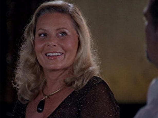 """Em """"Salve Jorge"""", Irina se diverte com a surra que Morena dá em Wanda (5/12/12)"""