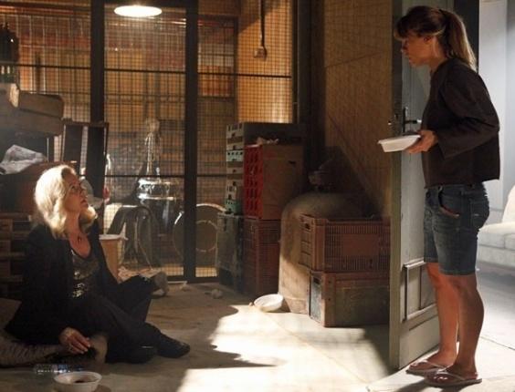 """Em """"Salve Jorge"""", Jéssica se depara com Irina presa no lugar de Morena no depósito"""