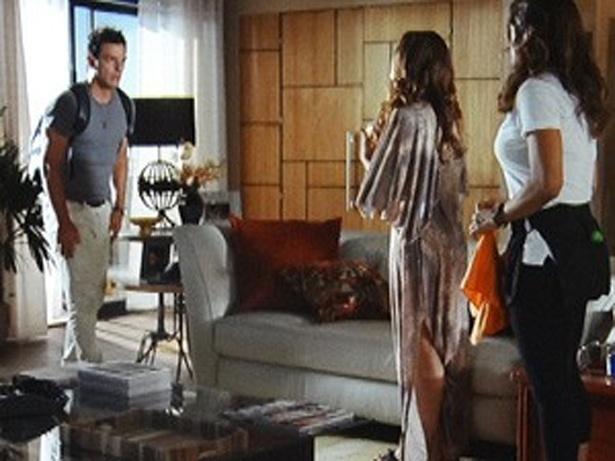 """Em """"Salve Jorge"""", Théo diz para Lucimar que nunca mais quer ver Morena (5/12/12)"""