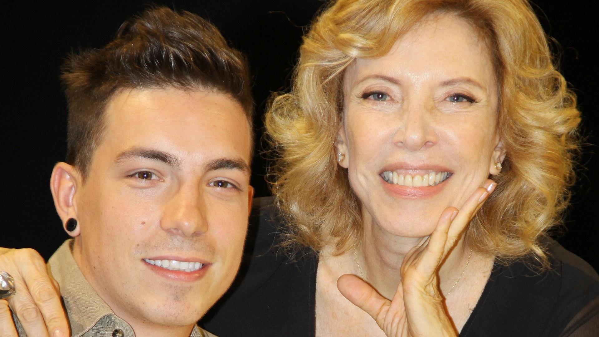 9.dez.2012 - Marília Gabriela entrevista Di Ferrero, vocalista do NX Zero, no