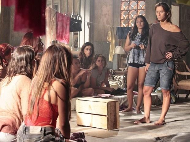 """Em """"Salve Jorge"""", Jéssica decide manter Irina presa no depósito sem comida (7/12/12)"""
