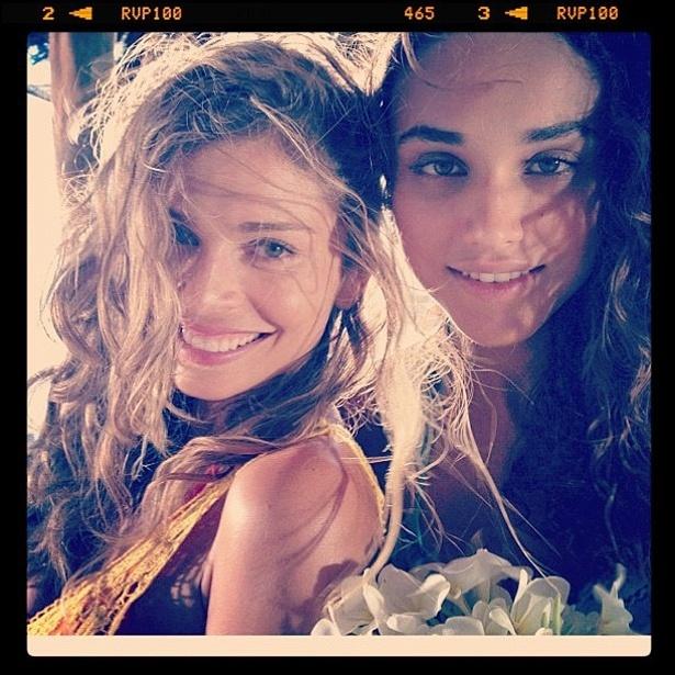 Grazi Massafera e Débora Nascimento gravam cenas da nova novela das seis