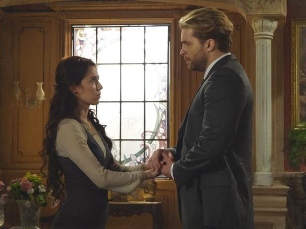 """Em """"Lado a Lado"""", Edgar conforta Laura, após ela perder o emprego (7/12/12)"""