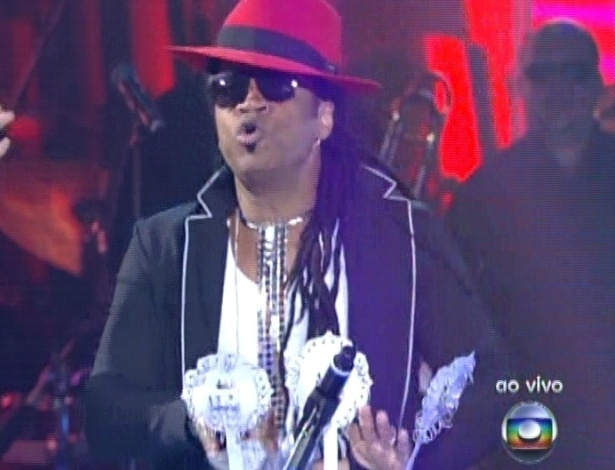 "Carlinhos Brown se apresenta na última semifinal do ""The Voice Brasil (9/12/12)"