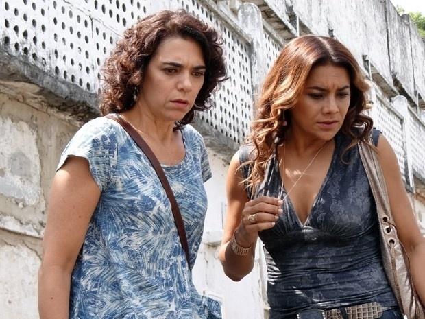 """Em """"Salve Jorge"""", Delzuite descobre que roubaram a filha que ela acreditava ter perdido"""