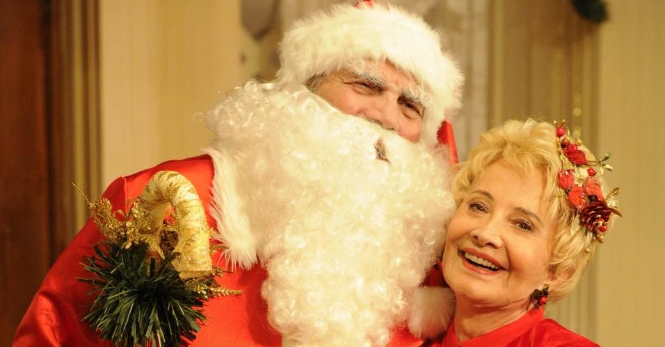 18.dez.2012 - Tarcício Meira como Papai Noel contracenando com Gloria Menezes