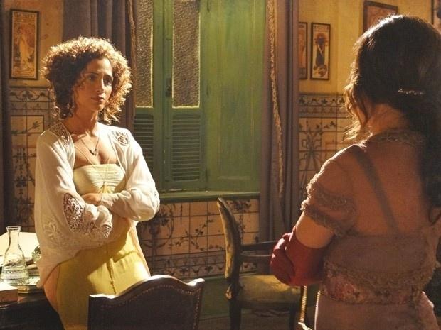 """Em """"Lado a Lado"""", Isabel coloca Catarina em seu lugar e critica as maldades da cantora"""