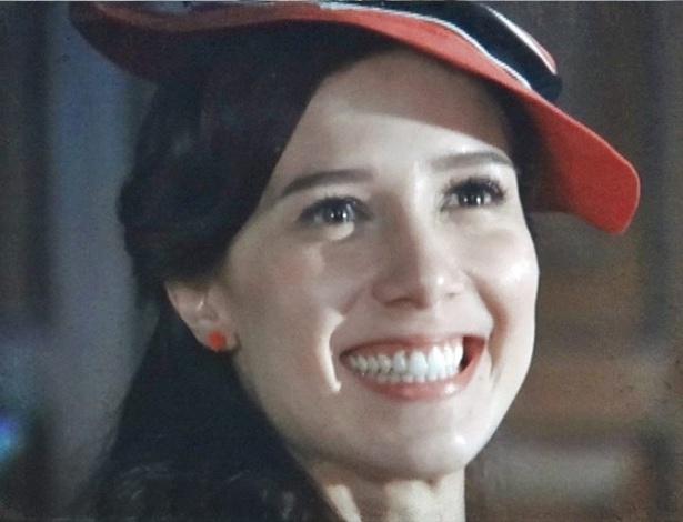 """Em """"Lado a Lado"""", Laura consegue emprego após esconder que é divorciada"""