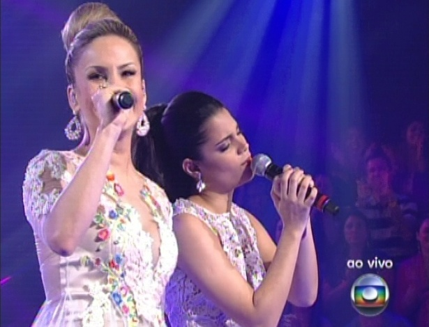 "16.dez.2012 - Claudia Leitte e Ana Rafaella cantam na final do ""The Voice Brasil"""