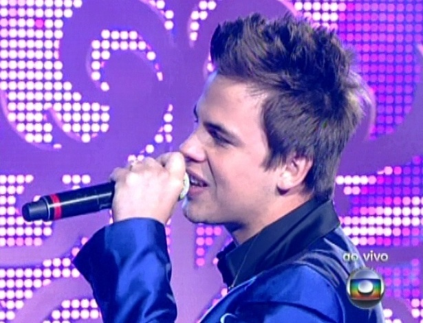 "16.dez.2012 - Danilo Dyba canta ""Te Vivo"", de Luan Santana, na final do ""The Voice Brasil"""