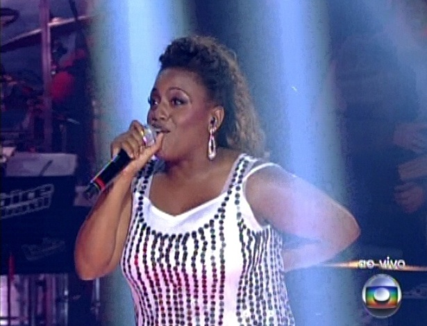 """16.dez.2012 - Ludmillah Anjos canta """"O Canto da Cidade """", de Daniela Mercury, na final do """"The Voice Brasil"""""""