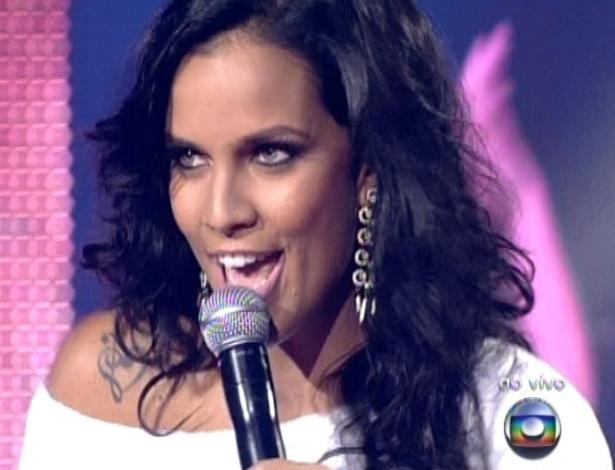 """16.dez.2012 - Ju Moraes canta """"A Menina Dança"""",  do grupo Os Novos Baianos, na final do """"The Voice Brasil"""""""