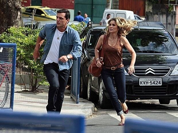 """Em """"Salve Jorge"""", Érica e Théo procuram Júnior pelas ruas do Rio de Janeiro"""