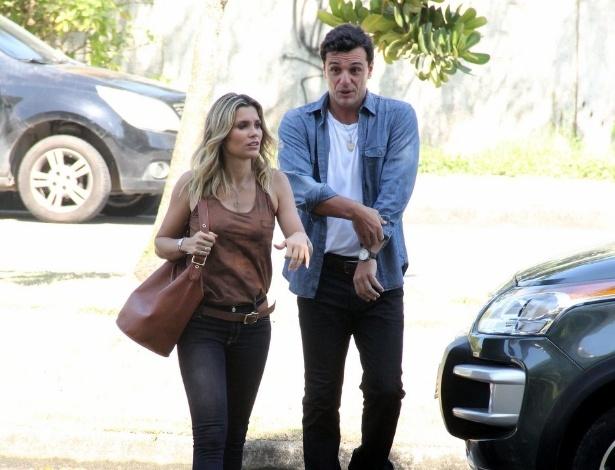 """Rodrigo Lombardi e Flávia Alessandra gravam cenas de """"Salve Jorge"""" na zona oeste do Rio"""