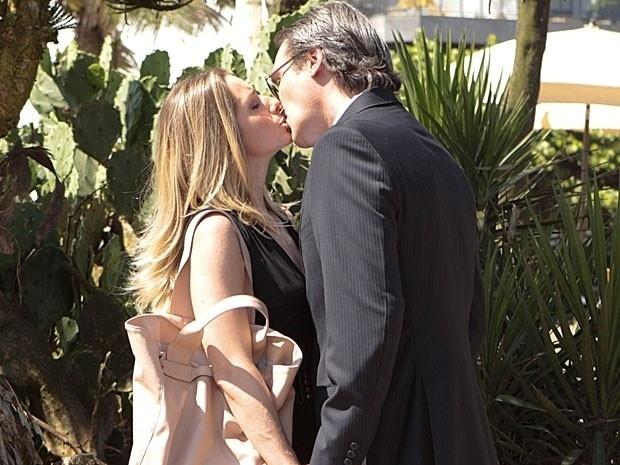 """Letícia Spiller e Dalton Vigh se beijam em gravação de """"Salve Jorge"""""""