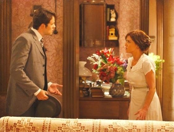 """4.jan.2013 - Em """"Lado a Lado"""", Sandra conta para Teodoro que não é mais virgem"""