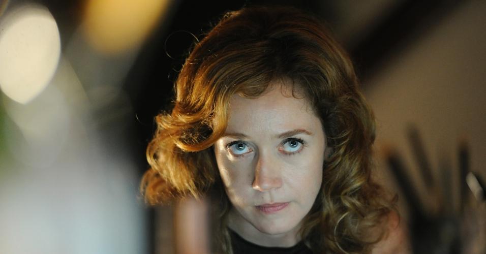 2013 - Mara Moreira (Camila Morgado) é uma publicitária amiga de Sereia (Ísis Valverde), que a acompanha nas apresentações